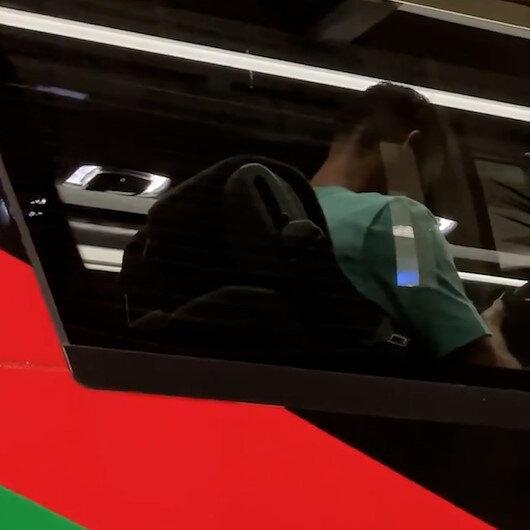 Cristiano Ronaldo otobüste kendisine rekoru getiren gollerini izlerken görüntülendi