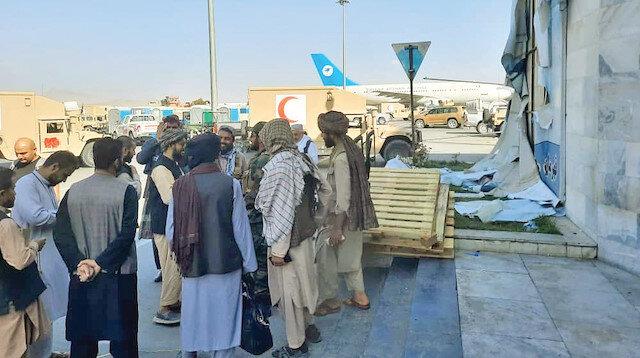 Havalimanı mesaisi: Taliban durum tespiti yapmaya çalışıyor