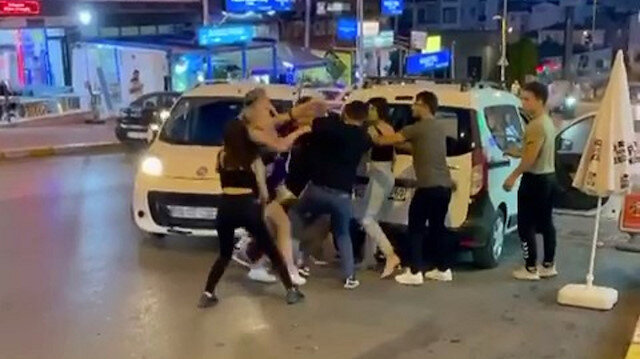 TikTok fenomenlerinin 'laf atma' kavgası: 'Sen bizi tanıyor musun' deyip sopalarla dövdüler
