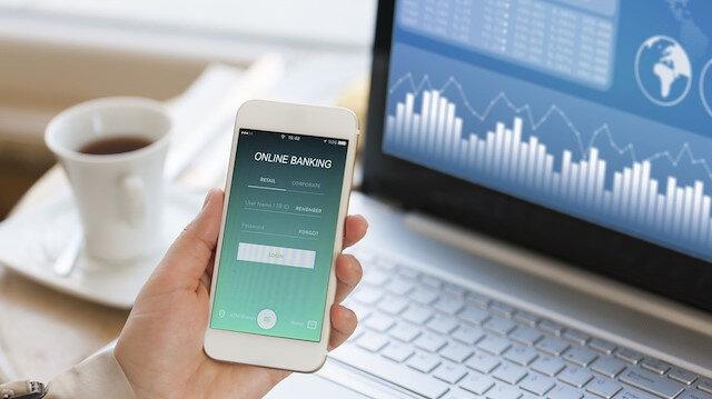 Bankacılıkta dedeler yüz yüze torunlar online çözüm arıyor