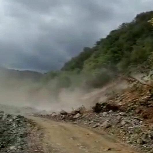 Sel bölgesine elektrik götüren ekip heyelanı anbean kaydetti