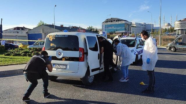 Arnavutköy'de trafikteki bir araca kurşun yağdırdılar
