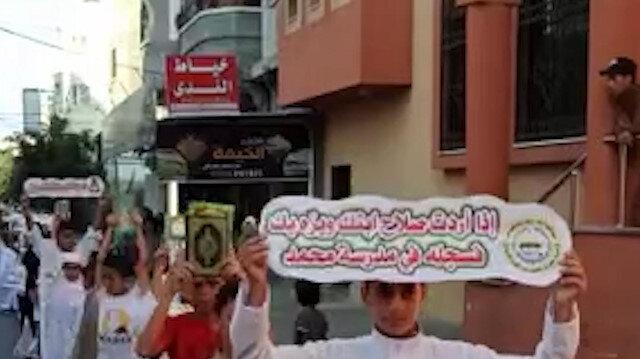 Gazze'de 700 Filistinli çocuk Kur'an-ı Kerim öğrenmenin önemine dikkat çekmek için yürüdü