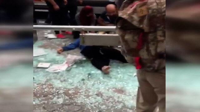 Kasımpaşa'da hafif ticari araç otobüs durağına daldı: 7 yaralı