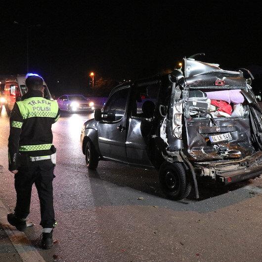 Servis otobüsü ile hafif ticari araç çarpıştı: Dört yaralı var
