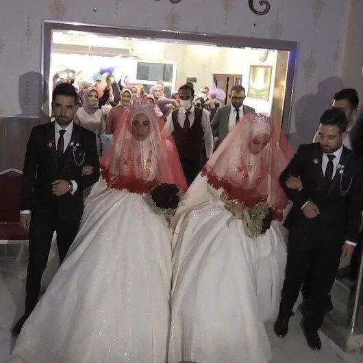 İkiz kardeşler kendileri gibi tek yumurta ikizi kardeşlerle evlendi