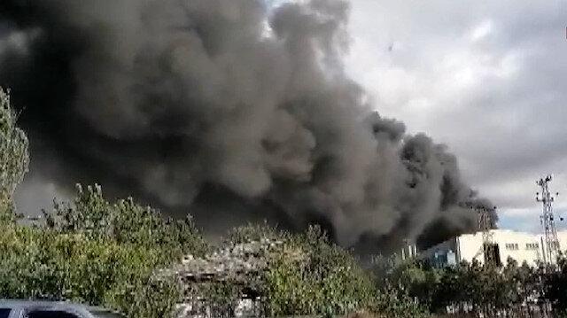 Silivri'de fabrika yangını: Gökyüzü dumanla kaplandı