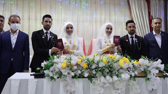 İkiz kardeşlerin çifte mutluluğu: Kendileri gibi tek yumurta ikizi kardeşlerle evlendiler