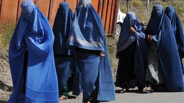 Taliban'dan burkalı kaçış: İngiliz askerleri kılık değiştirerek kaçtı