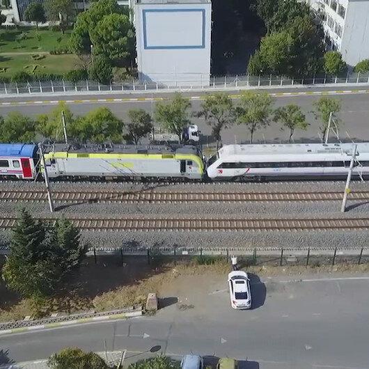 Tuzlada facianın eşiğinden dönüldü: İki tren kafa kafaya geldi