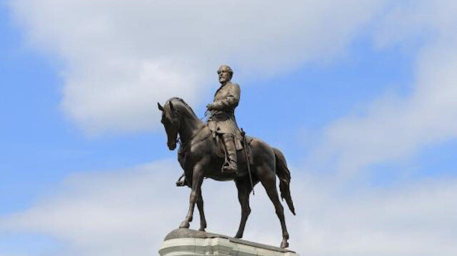 ABD'de beyazların üstünlüğünü savunan General Lee'nin heykeli kaldırıldı