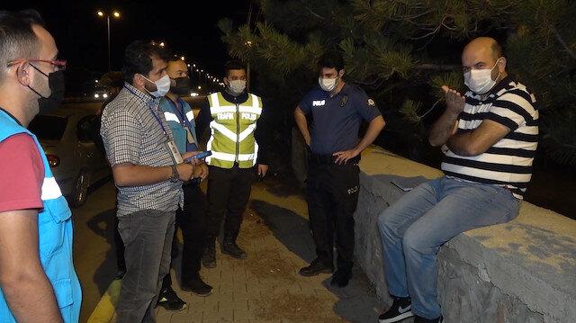 Karantinasının tamamlanmasına saatler kala eşiyle birlikte yola çıkan kişinin ilginç tepkisi: DHKP-C'li var sanki karşında