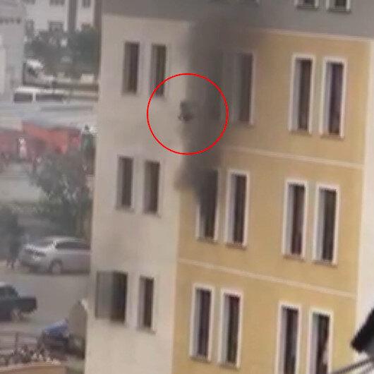 Yangında 5. kattan çocuğunu aşağıya bırakmıştı: O anların görüntüsü