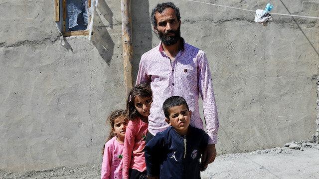 Üç çocuğuna hem annelik hem babalık yapıyor: Tek isteğim çocuklarım için bir bakıcı, kendim çalışmak istiyorum
