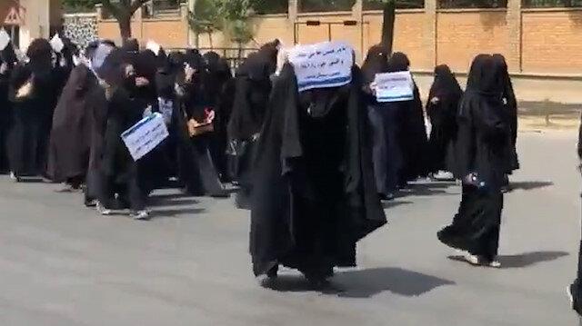 Afganistan'da kız öğrenciler Taliban'a destek yürüyüşü düzenledi