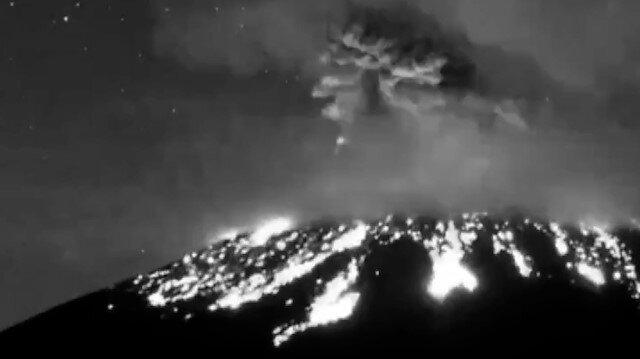 Popocatepetl Yanardağı'nda şiddetli patlama anı