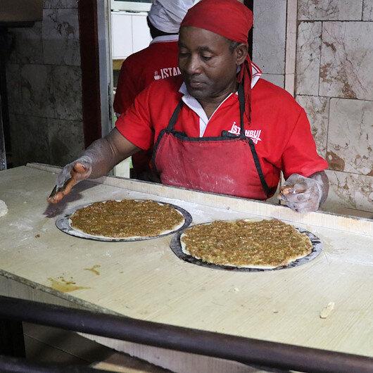 الكاميرون.. مطعم محلي يقدم المأكولات التركية الشهيرة