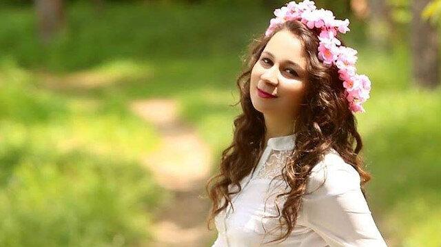 Karnındaki bebeği ameliyatla alınan Duygu ebe koronavirüsten öldü