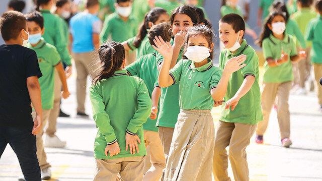 Eğitimde ilk hafta skoru: Kapanan okul yok 200 sınıfta ara