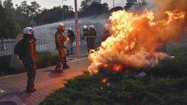 Avrupa'da Kovid-19 önlemlerine karşı protestolar:  Sokakları savaş alanına çevirdiler