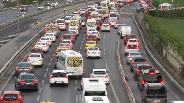 İstanbul'da trafik mesaisi erken başladı: Yoğunluk yüzde 55'i gördü