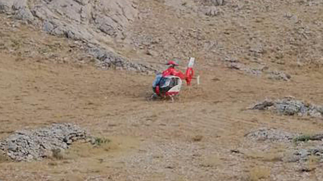 Karaman'da kayalıklara düşen çobanın yardımına ambulans helikopter yetişti
