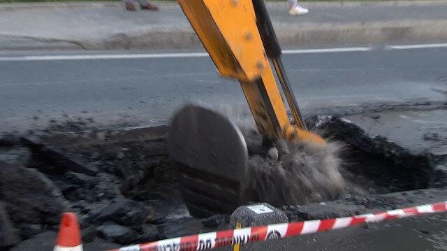 Sarıyer'de İSKİ borusunun patlamasıyla yol çöktü