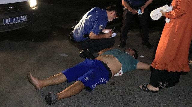 Sopayla dövdükleri kişiyi defalarca bıçakladılar: Arabasının lastiklerini patlatıp kaçtılar