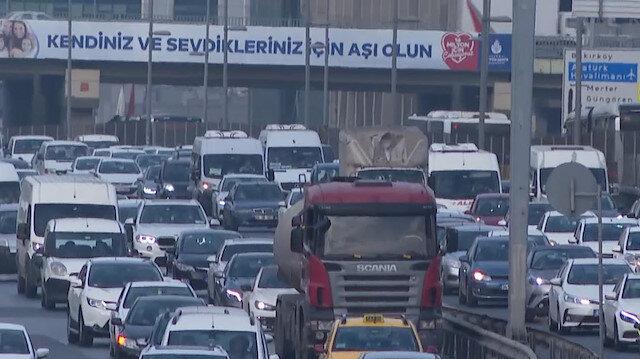İstanbul'da okulların açılmasıyla birlikte trafik yoğunluğu arttı