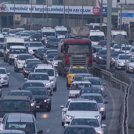 İstanbulda okulların açılmasıyla birlikte trafik yoğunluğu arttı
