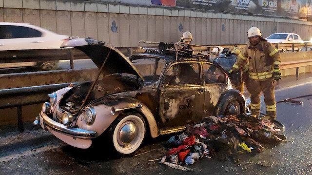 Sünnet düğünü için hazırlanan klasik otomobil yanarak kullanılamaz hale geldi