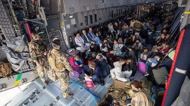 ABD kızamık nedeniyle Afganistan'dan tahliyeleri yine erteledi