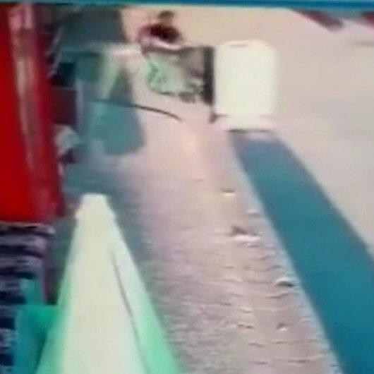 Eskişehirde bir sürücünün bebek arabasına çarpıp kaçtığı anlar kamerada
