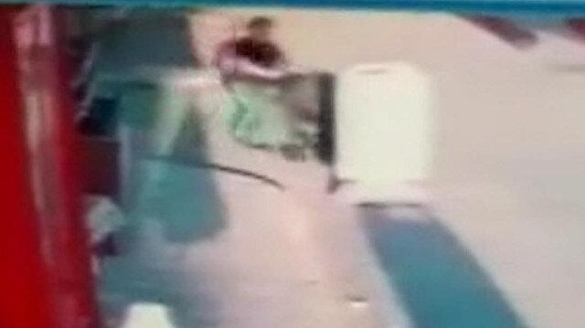 Eskişehir'de bir sürücünün bebek arabasına çarpıp kaçtığı anlar kamerada