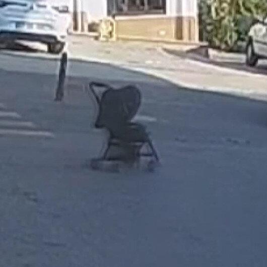 Sinopta yokuş aşağı kayan bebek arabası bahçeye düştü