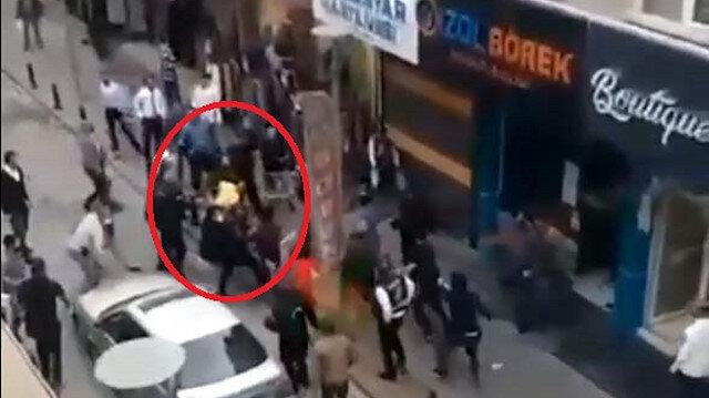 Eşinin çalıştığı restorana kurşun yağdırdı: Saldırganı linçten polis kurtardı