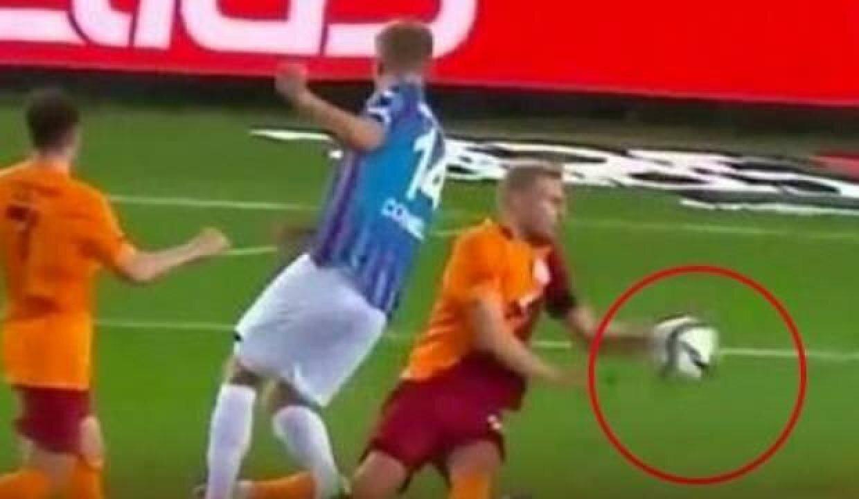 Trabzonspor'un verilmeyen penaltı pozisyonu (Görüntü beIN Sports'tan alınmıştır)