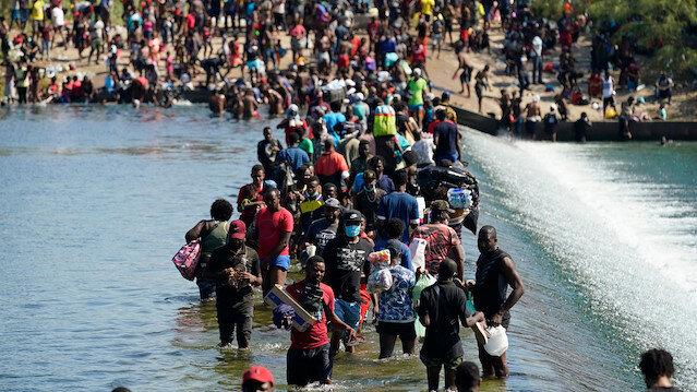 Teksas'ta binlerce yasa dışı Haitili göçmen sınırı geçerek ABD'ye girdi: Yetkililer acil yardım istedi