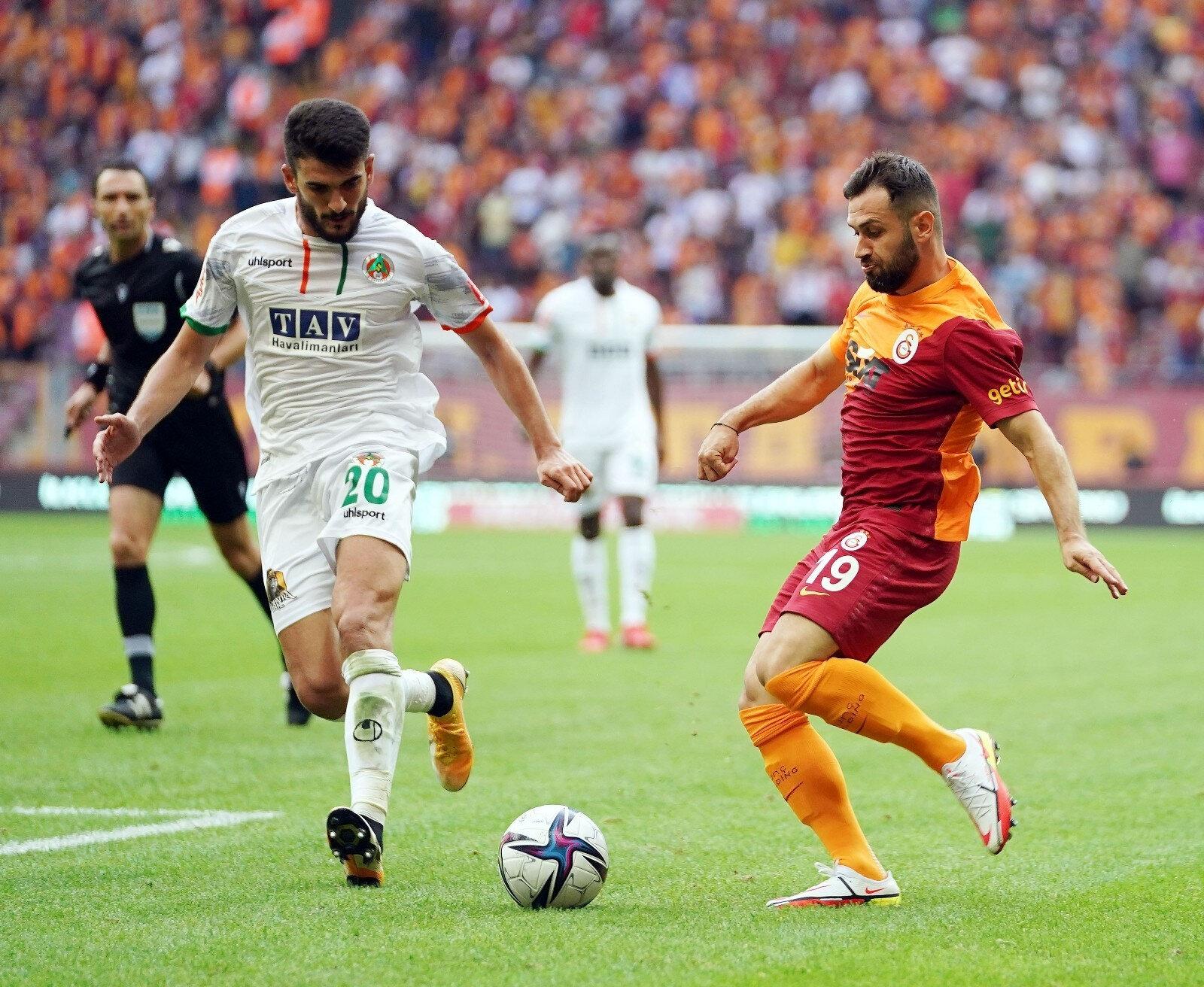 Ömer Bayram 73. dakikada Yedlin'in yerine oyuna dahil oldu.