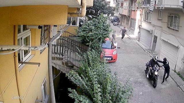 İstanbul'da bıçaklı gasp dehşeti: Yumruk atarak motosikletten düşürdüler