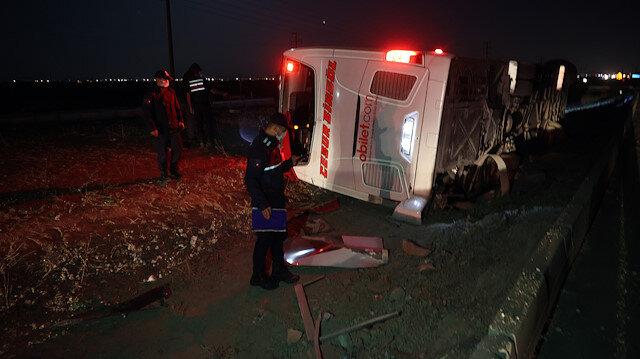 Konya'da yolcu otobüsü devrildi: Biri ağır 14 yaralı var