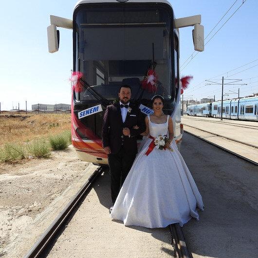 Vatman çiftin gelin aracı tramvay oldu