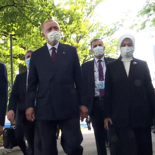 Cumhurbaşkanı Erdoğandan BMde sergilenen Göbeklitepe Dikilitaş replikasına ziyaret