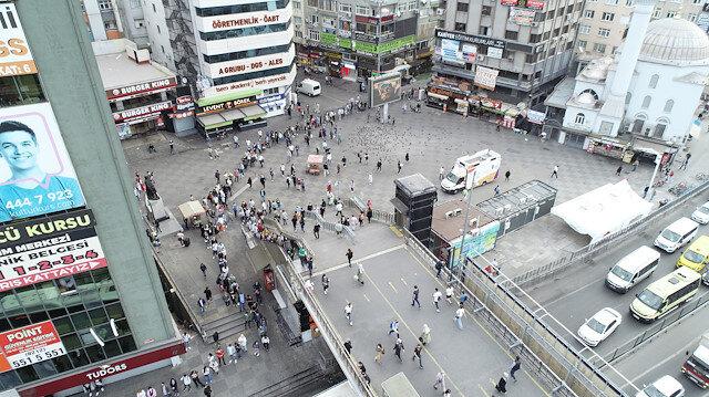 Şirinevler Meydanı'nda metrelerce toplu ulaşım kuyruğu: Bu bir işkence