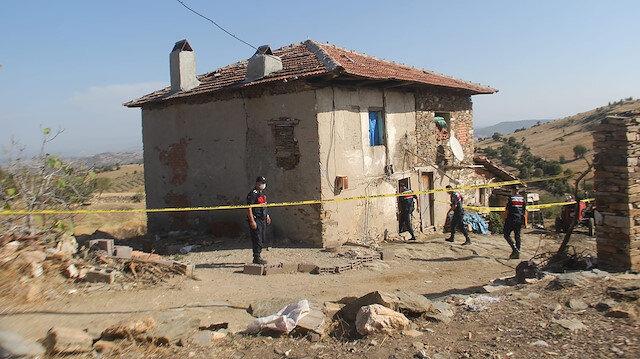 Manisa'da korkunç cinayet: Yanında kaldığı babasının boğazını kesti