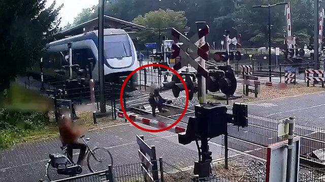Hollanda'da rayların üzerinde yürüyen kadın ölümden kıl payı kurtuldu