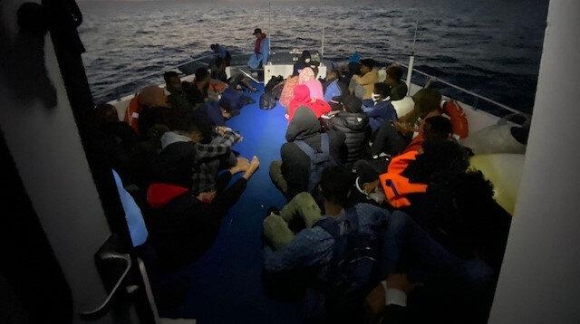 Türk kara sularına geri itilen 75 düzensiz göçmen kurtarıldı