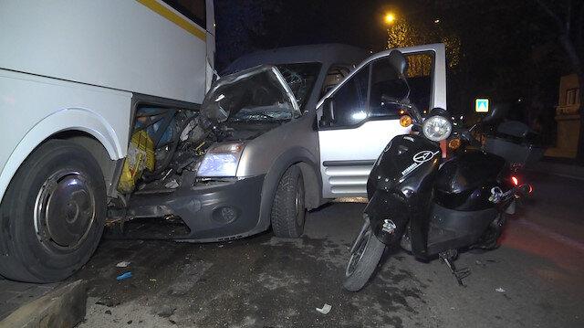 Aşırı hız sonrası kontrolden çıkan araç otobüse çarptı: İki yaralı var