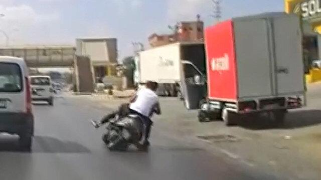 Gaziantep'te yola dökülen yağ nedeniyle motosiklet devrildi