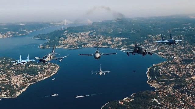 Türk Yıldızları ve Azerbaycan uçaklarından İstanbul semalarında nefes kesen uçuş